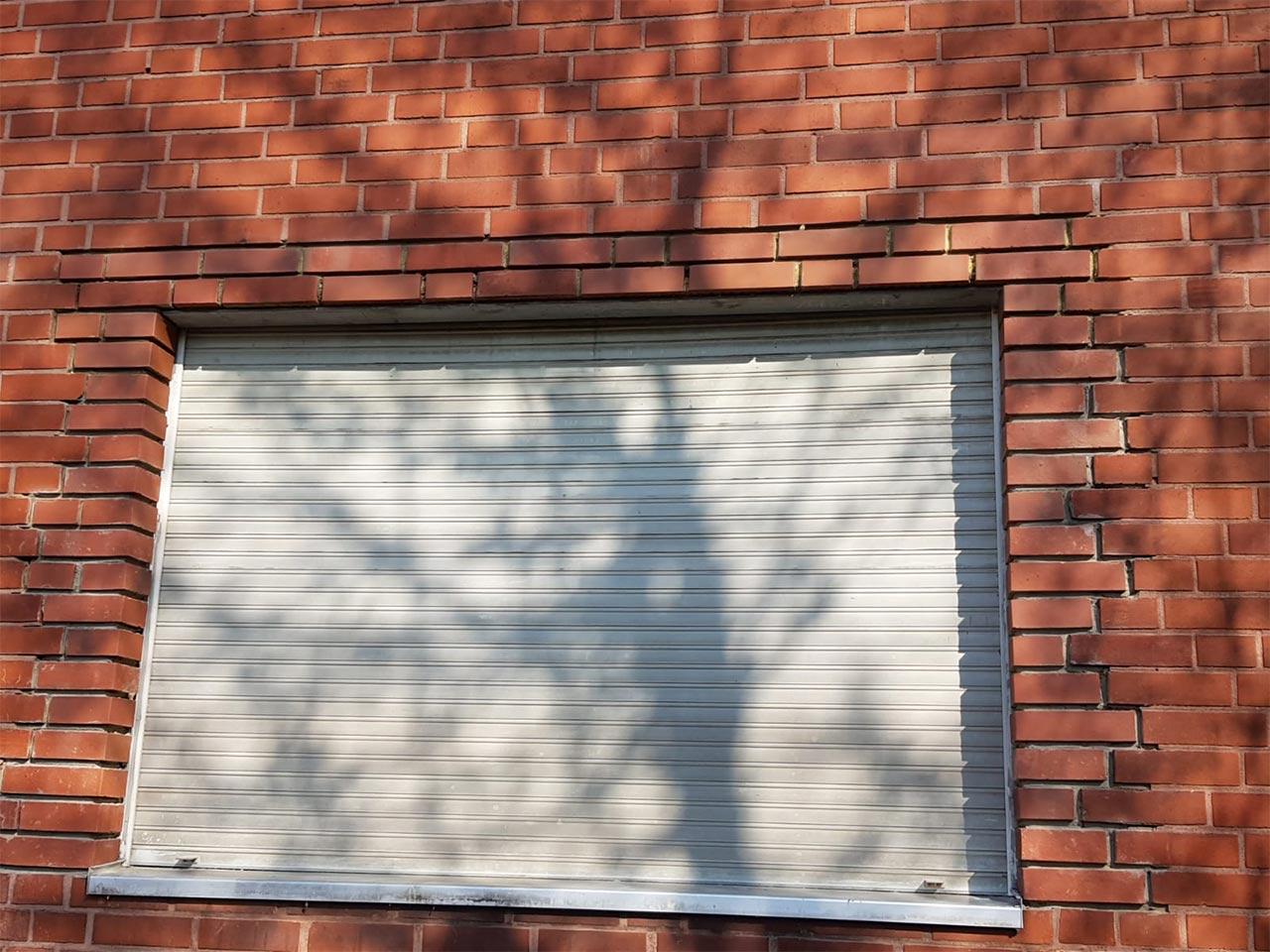 Winkeleisten / Träger - Klinkermauerwerk am Fenster